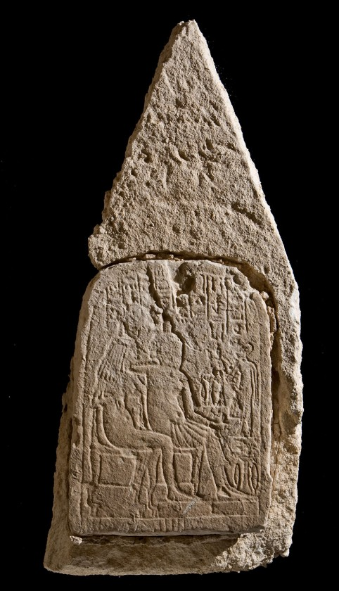 A private monument: One of the most striking artefacts found in recent years – a funerary stela showing a private couple in a similar style to the Amarna royal couple.
