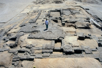 A move to Kom el-Nana: In the late 80s, fieldwork shifted to the isolated desert temple at Kom el-Nana, in response to illegal encroachment on the temple outskirts. Here archaeologist Wendy Horton presents to the camera a large mud-brick platform, the excavation of which she supervised over three seasons. The circular indentations in the brick floor mark the positions of stone column bases. More information on Kom el-Nana is available here: www.amarnaproject.com/pages/amarna_the_place/komelnana/in...