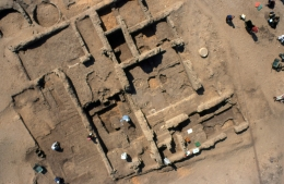 A return to domestic archaeology: For much of the 2000s, domestic archaeology was at the fore of the fieldwork programme, partly through work on a housing neighbourhood in the Main City which centred on the villa of Ranefer, a chariotry officer in Akhenaten's army (www.amarnaproject.com/pages/recent_projects/excavation/ho...). Gwil Owen has photographed the house here by balloon.